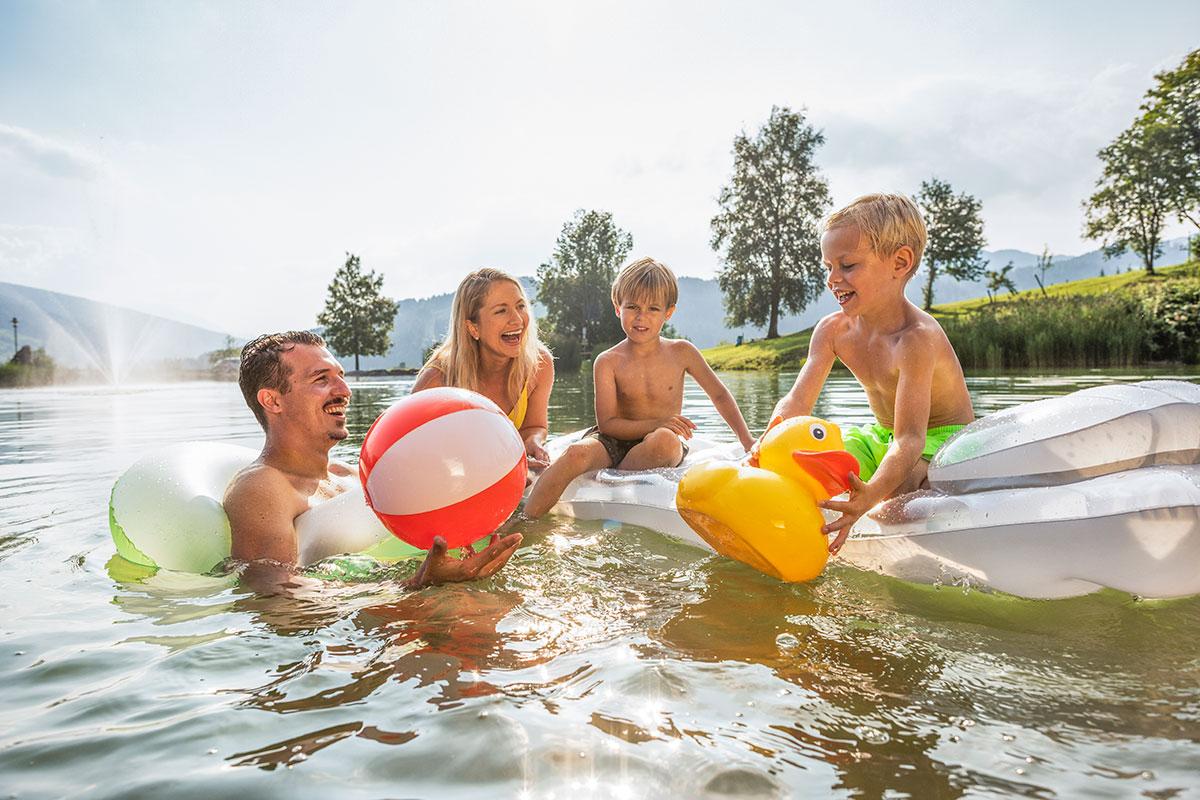Schwimmen im Sommerurlaub in Flachau, Salzburg